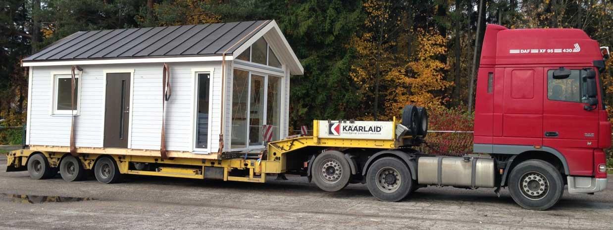 Attefallshus under transport